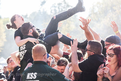 Catching the crowdsurfers