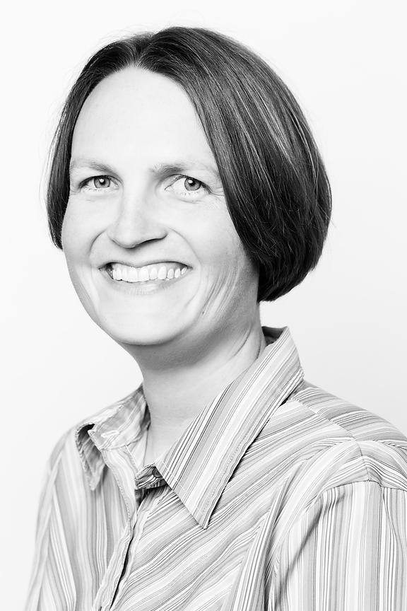59-IMG_4418-RightfullySewn-Headshots-ValerieWeber-bw