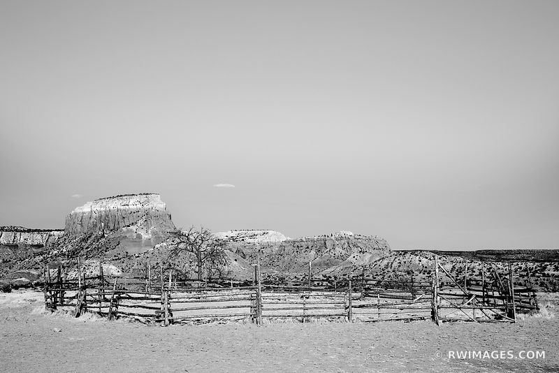 OLD CORRAL GHOST RANCH ABIQUIU NEW MEXICO NORTHERN NEW MEXICO BLACK AND WHITE