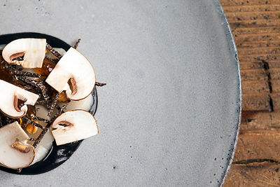UK - London - A dish of raw Orkney scallop with clementine, hazelnut and Western Australian manjimup truffle at the Clove Clu...
