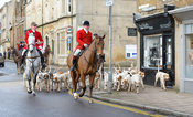 Huntsmen and hounds arriving at the meet