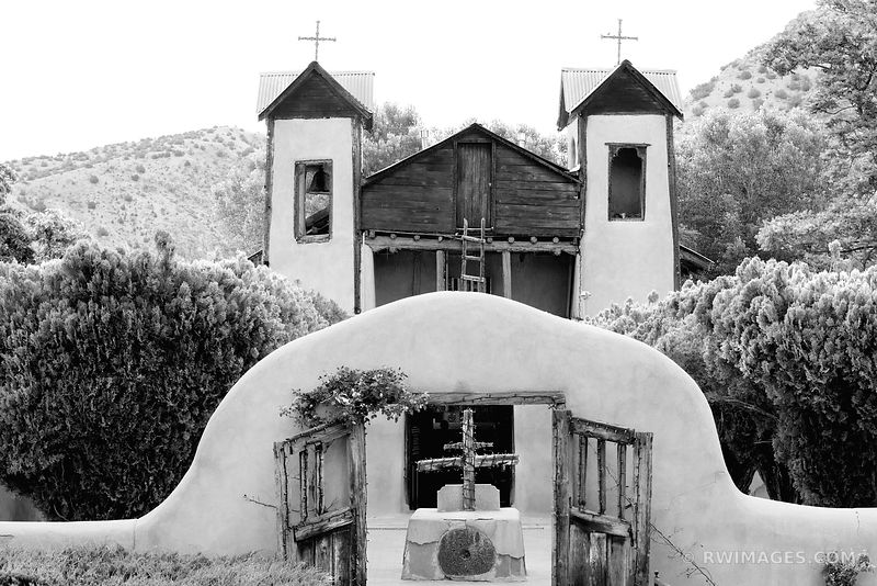 EL SANTUARIO DE CHIMAYO NEW MEXICO BLACK AND WHITE