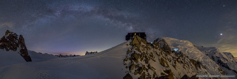 One night at the Cosmiques - Part 4 photos