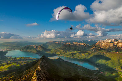Flying above le Roc des Boeufs with Jim Nougarolles
