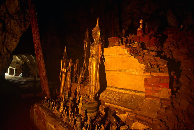 Buddhas in cave.