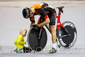 Tech assistance time at Ontario Track Championships Day 3, Mattamy National Cycling Centre, Milton, On, April 12, 2015