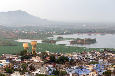 Elevated view of Gondulav Lake in Kishangarh, Rajasthan, India. The lake was once an important source of drinking water but i...