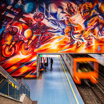 'Orange explosion', Hankar Station, fresco by Roger Somville