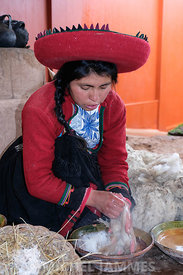démonstration du filage, coloration et tissage de la laine d'Alpaca Chinchero