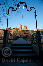 Bridge crossing Onyar river, with the Cathedral of Saint Mary of Girona (Església Cristiana Catòlica de Santa Maria de Girona...