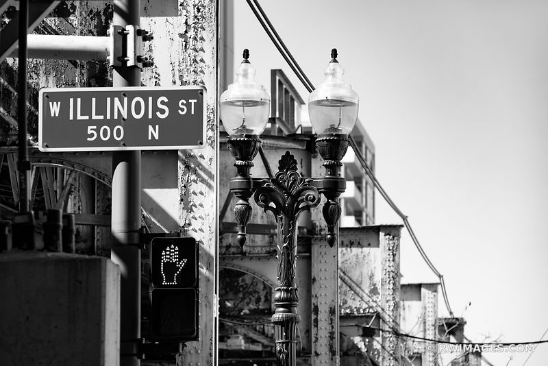 ILLINOIS STREET SIGN EL TRAIN TRACK CHICAGO ILLINOIS BLACK AND WHITE
