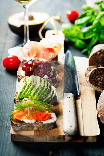 Tasty rye bread sandwiches withsalmon, avocado, beetroot, creamcheese, ham, herbs and spices