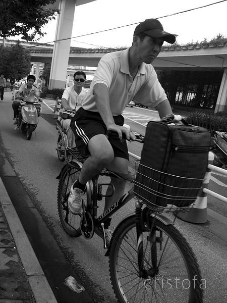 two-wheeled transport in Shanghai