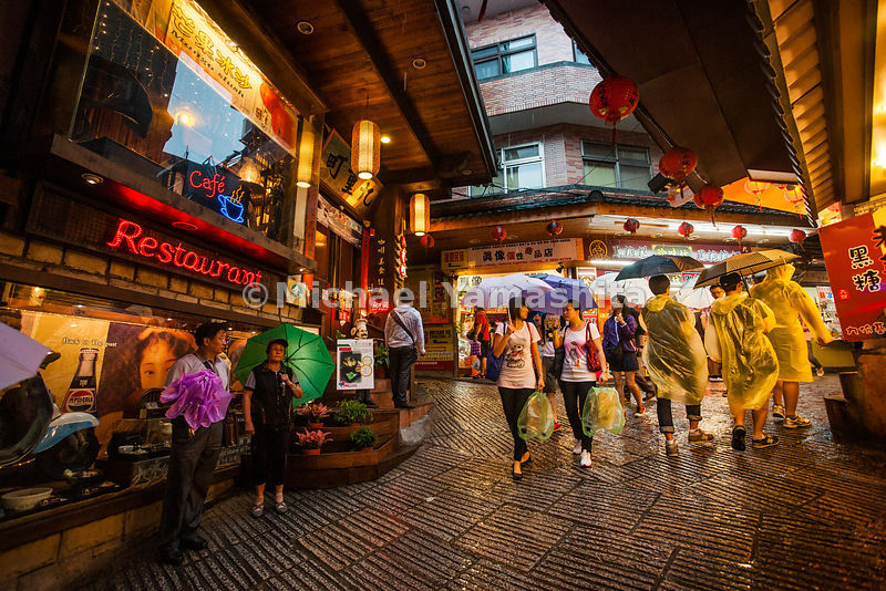 Jiufen, former gold mining town revitalized in 80's after several movies were filmed here. Now a popular tourist attraction f...