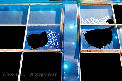 Broken windows and street art, Improv Alley