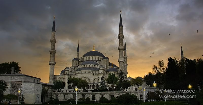 3008_turkey_istanbul_blue-mosque-stormy_v02