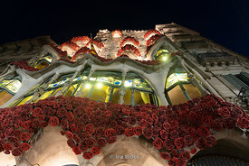 A night time view of the Casa Batllò built by the renowned architect Antoni Gaudí in Barcelona, Spain.