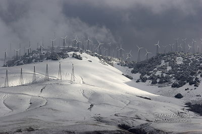 Tehachapi mountains and wind farms