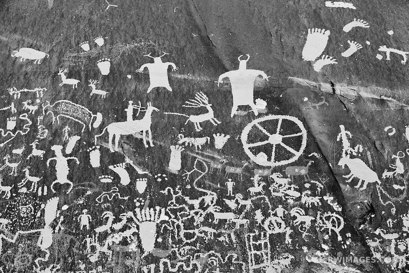 NEWSPAPER ROCK NATIVE AMERICAN PETROGLYPHS NEAR CANYONLANDS NATIONAL PARK UTAH BLACK AND WHITE