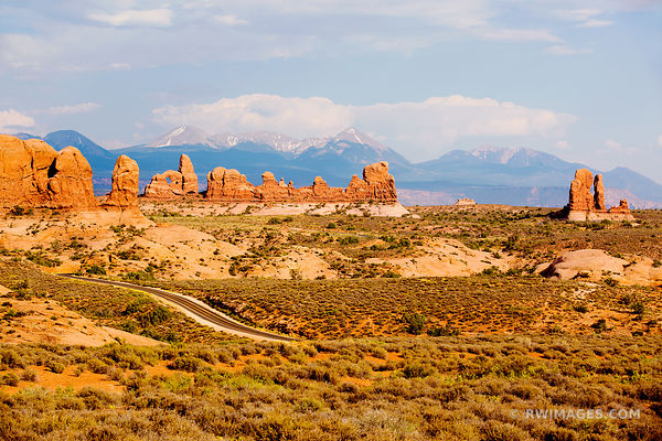 ROAD THROUGH ARCHES NATIONAL PARK UTAH COLOR