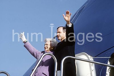 Inauguration a final farewell - former President and First Lady George and Barbara Bush give one final goodbye wave prior to ...