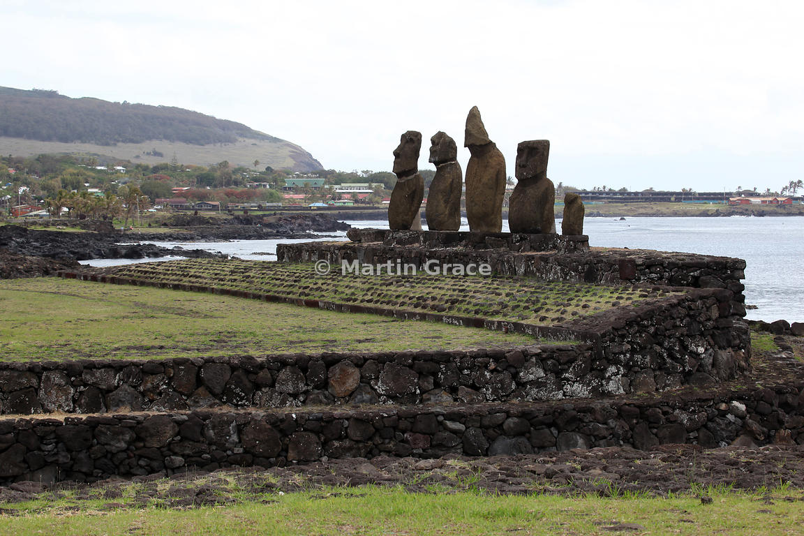 The 5 Vai Uri (Dark Water) Moai, Tahai