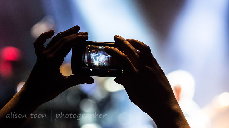 Fan and cell phone, Marillion, Friday evening, Montreal, 2015