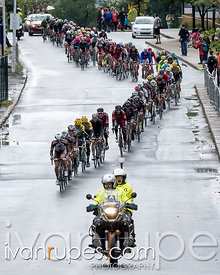 The peloton climbing the Côte de la Polytechnique at Grand Prix Cycliste de Montréal, September 13, 2015