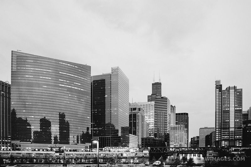 CHICAGO DOWNTOWN BLACK AND WHITE