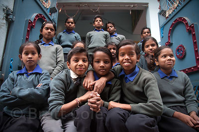 Group photo of students at a school in Varanasi, India operated by Dutch NGO Duniya (duniya.org)