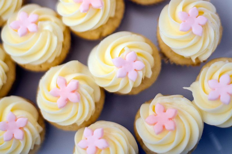 yellow-frosted-cupcakes