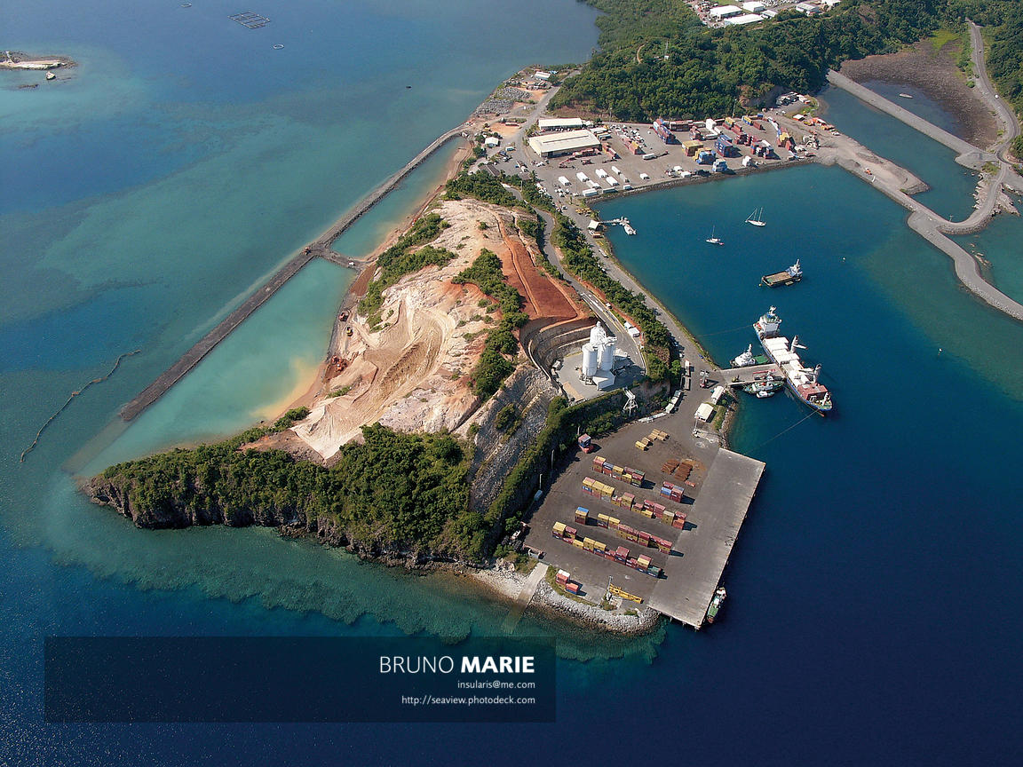 Le port de Longoni (travaux d'extension en 2006), Mayotte