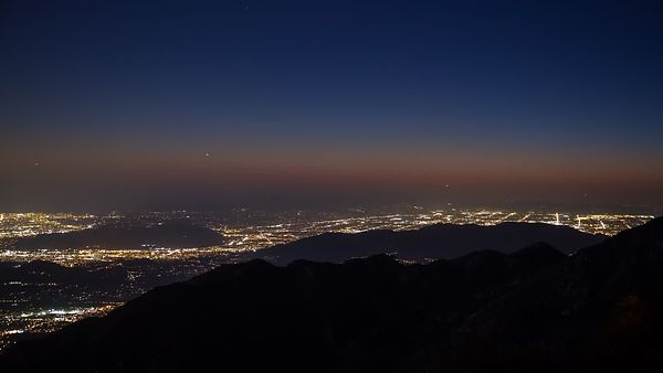 Bird's Eye: Airplanes Like Fireflies Over L.A. Under the Light of Dusk