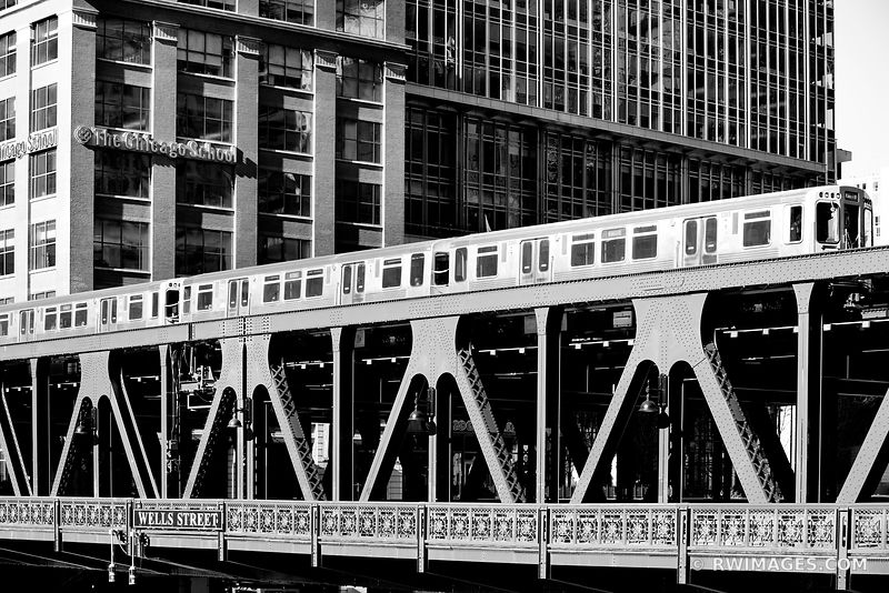 EL TRAIN ELEVATED TRAIN WELLS STREET BRIDGE CHICAGO DRAWBRIDGE CHICAGO ILLINOIS BLACK AND WHITE