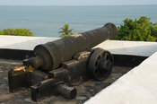 Cannon, Fort Metal Cross, old slave and gold trading centre, 1692 Britain, 1869 Netherlands, 1872 Britain, Dixcove, Ghana