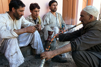 India - Srinagar - Wazas, traditional Kashmiri chefs take a break to smoke a hookah at a Wazwan, a Kashmiri feast