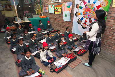 Primary class at a school in Varanasi, India operated by the Dutch NGO Duniya (duniya.org)