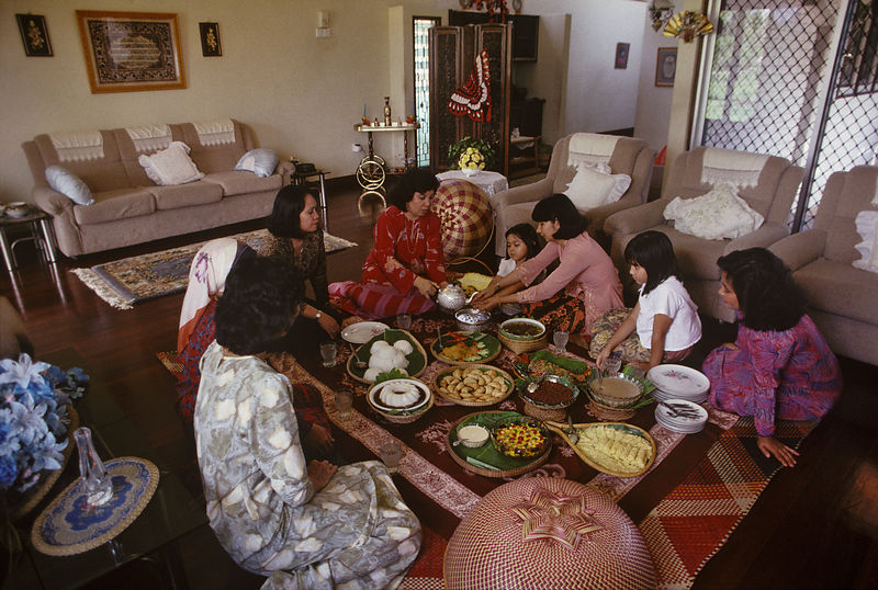 9972_16_Family_meal