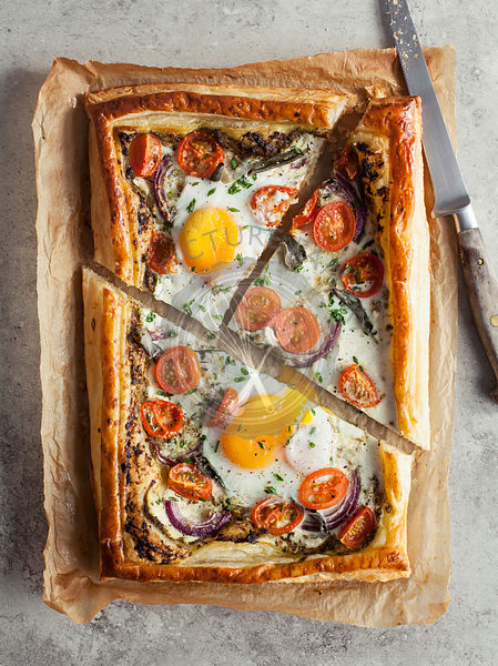 Puff pastry breakfast tart with eggs and tomatoes