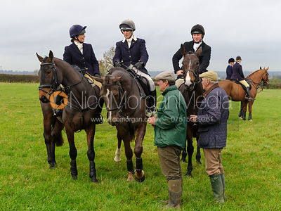 The Quorn Hunt at Barrowcliffe Farm 1/11 photos