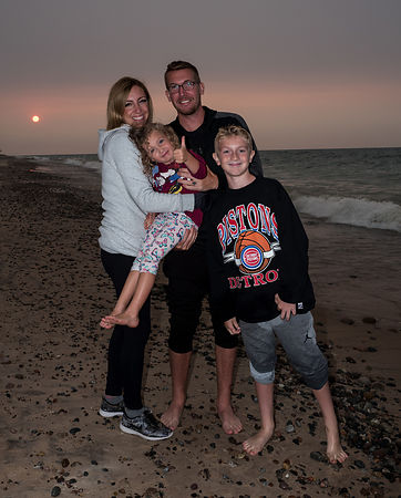 Ryan_Family_sunset_crop_sharp_fix_eye_crop_L1000132