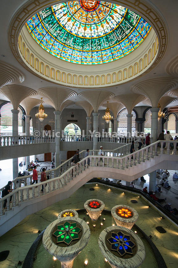 The Jame'asr Hassanil Bolkiah Mosque was completed in 1994 for the 25th anniversary of the Sultan's rule.
