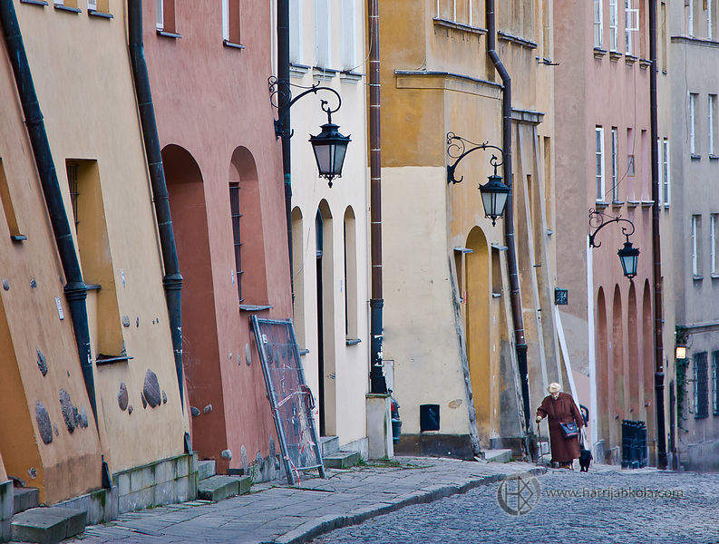 Poland - Warsaw (Old Town - Uphill)