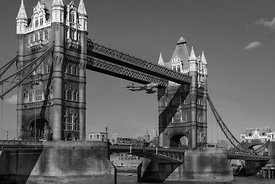 Seven seconds: the Tower Bridge Hawker Hunter incident BW version