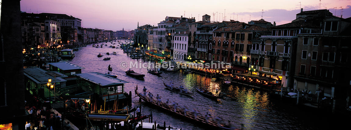 During the Regatta, the canals are crowded with traditional gondolas.