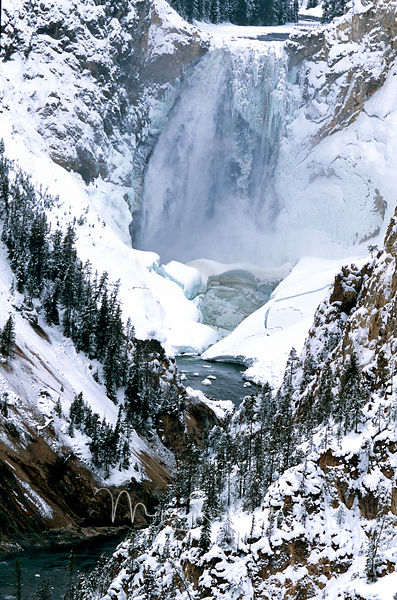 Yellowstone_Waterfall_lot_of_ice