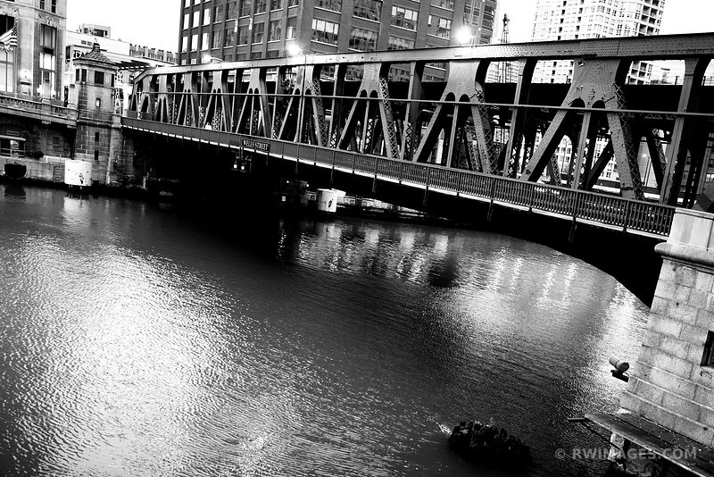 WELLS STREET DRAW BRIDGE CHICAGO ILLINOIS BLACK AND WHITE
