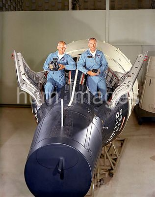 (September 1966) --- Astronauts James A. Lovell Jr. (right), command pilot, and Edwin E. Aldrin Jr., pilot.