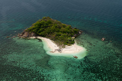 Aerial view of coastal island with white sand beaches, Palawan, Philippines, May 2009