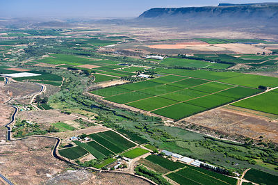 Aerial photograph of the Olifants River and the intensive agriculture along its course, a threat to the endemic fish species ...